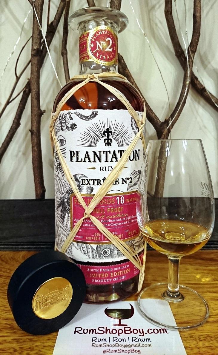 Plantation Extrême 2 Fiji 16 YO: Bottle and Glass