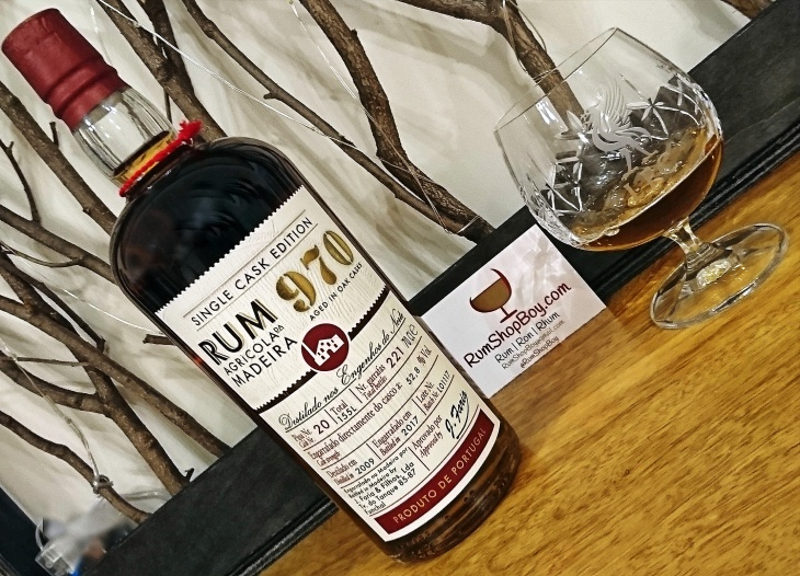 970 Single Cask Edition: Bottle and Glass