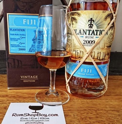Plantation Fiji 2009 Rum: Box, Bottle and Glass